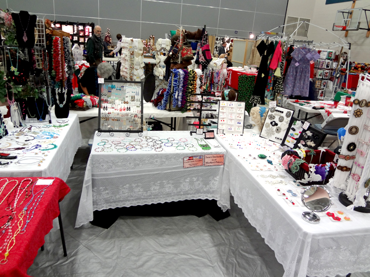 Craft booth setup megan 39 s beaded blog for How to set up a booth at a craft show